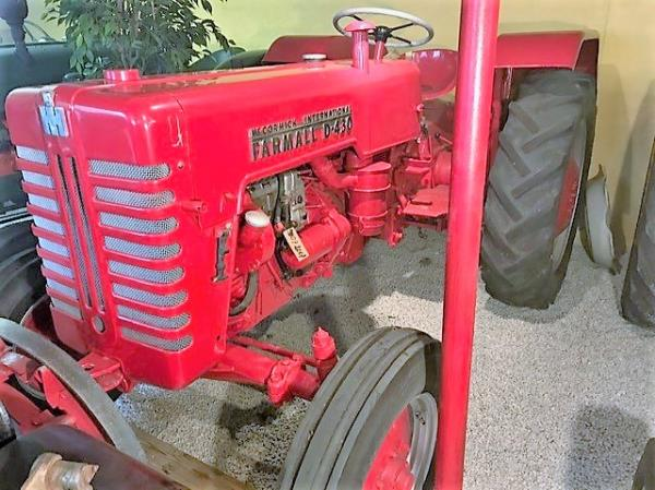 veterantraktor - Mc Cormick - International Farmall D 430. Ca 1950. Diesel. 12 v. Tysktillverkad. Bl...